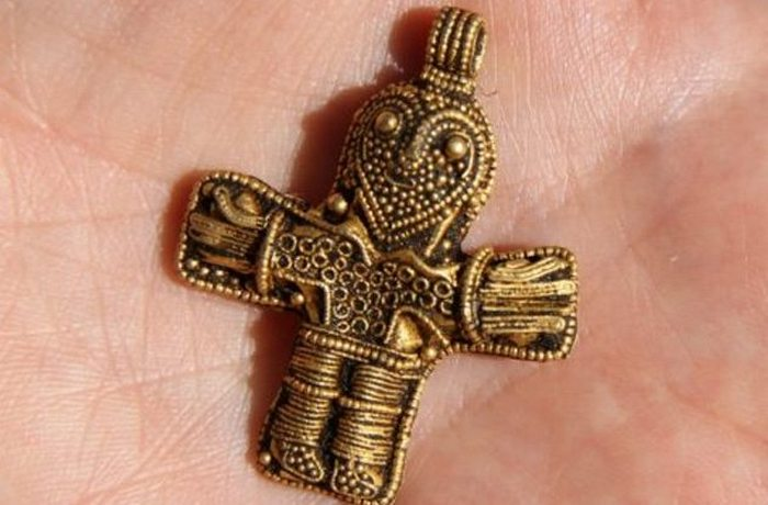 Благодаря металлоискателю найден «Аунслевский крест».