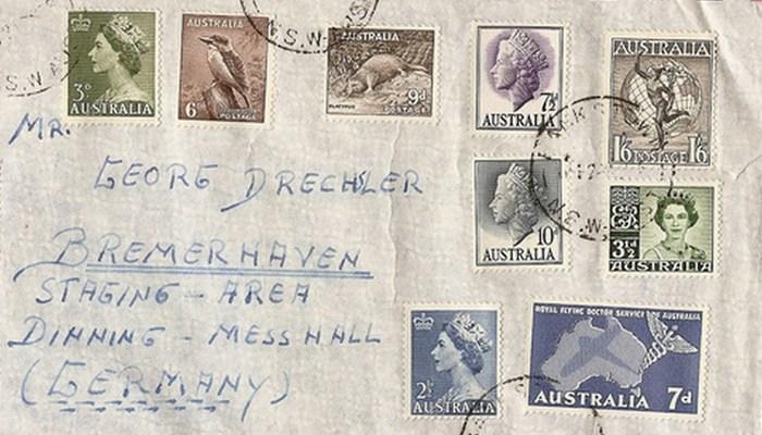 Микроволновка поможет удалить почтовые марки.
