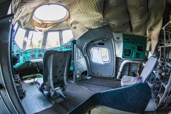 Кабина вертолета Ми-12. |Фото: army-news.org.