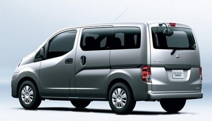 Минивэн Nissan NV200.