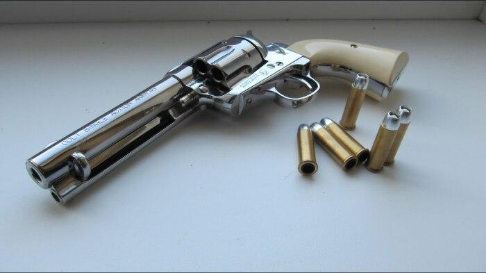 Револьвер делался для армии. |Фото: YouTube.