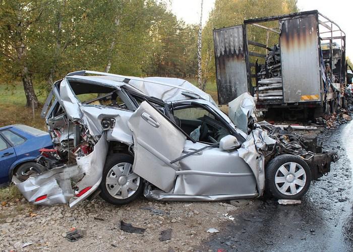 Смертельная опасность: вождение автомобиля.