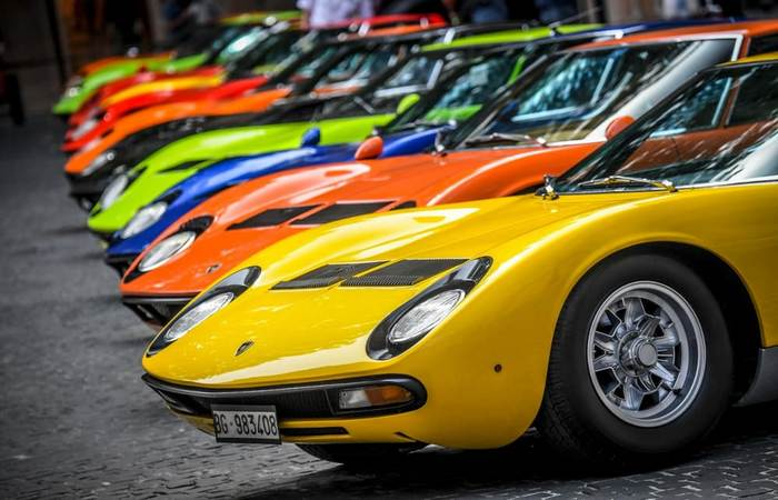 Автомобили Lamborghini Miura.