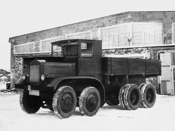Машина ЯГ-12 - первый советский многоколесник.