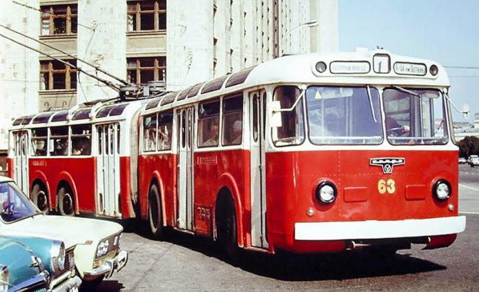 Автобусы СВарЗ ТС-1/ТС-2 имели восемь колес.