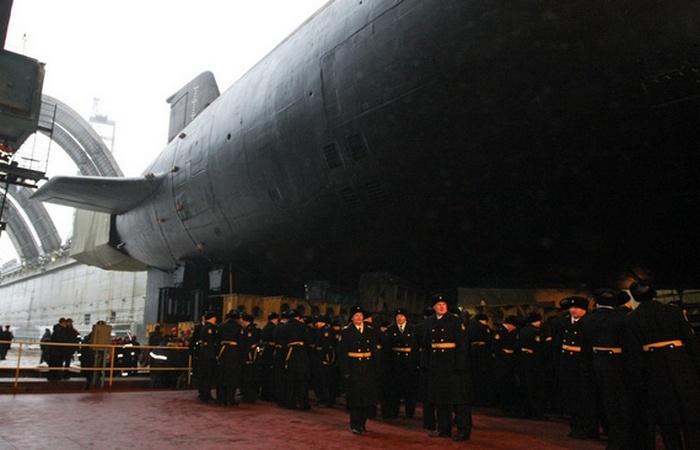Атомный подводный крейсер Владимир Мономах.