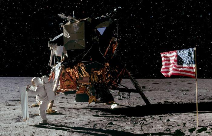 Мобильные телефоны мощнее компьютеров «Аполлон-11».
