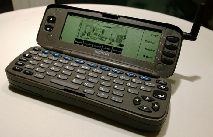 Мобильные телефоны выпускаются с 1983 года.