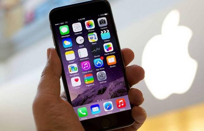 Мобильные телефоны лидирует Apple.