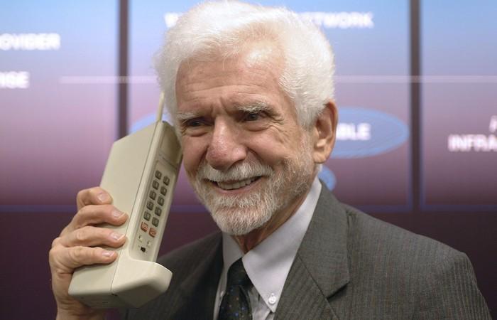Мобильные телефоны: первый позвонивший - Мартин Купер.