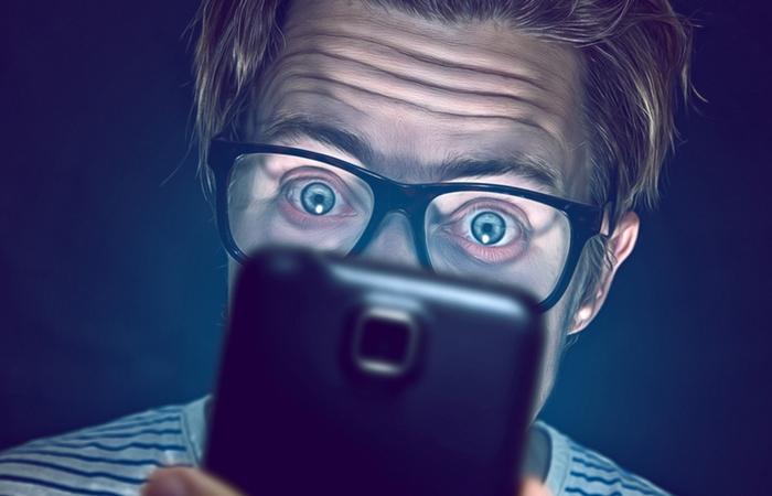 Мобильные телефоны требуют слишком много внимания.