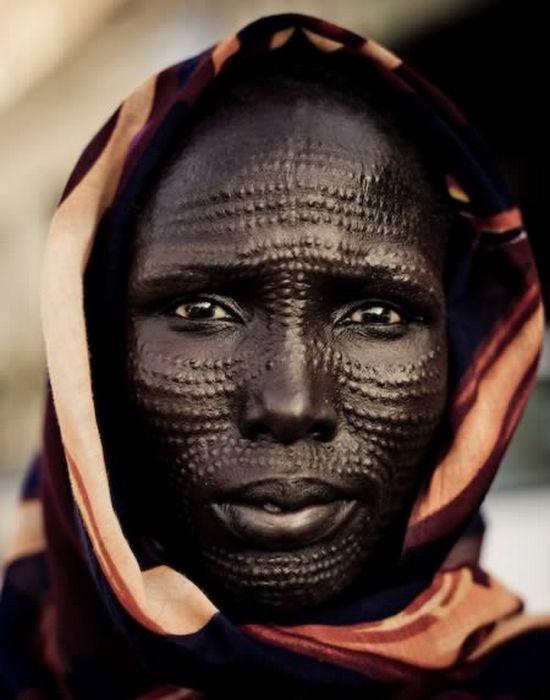 Экстремальная модификациия лица шрамированием.