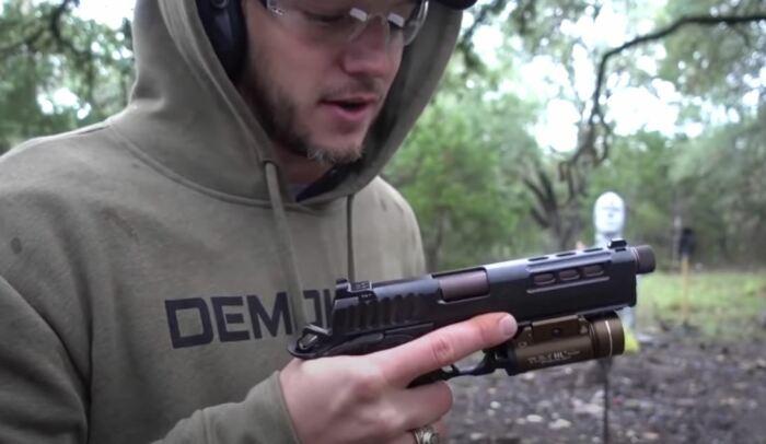 Разорвать цепь пулей очень непросто. ¦Фото: youtube.com.