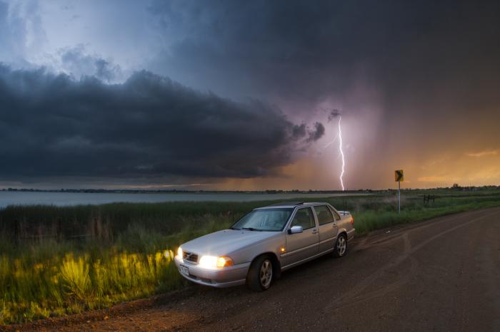 Молния может ударить в машину. |Фото: theecology.net.