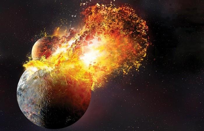 Луна образовалась из обломков Земли.