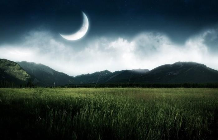 Земля замедляет вращение Луны вокруг своей оси.