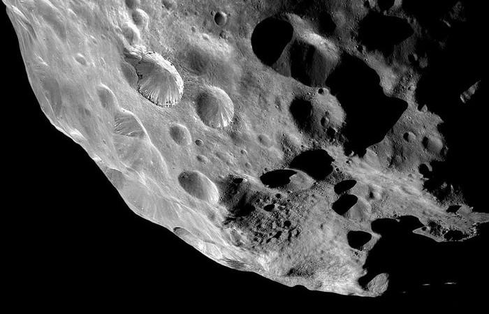 Кратеры, оставленные метеоритами.