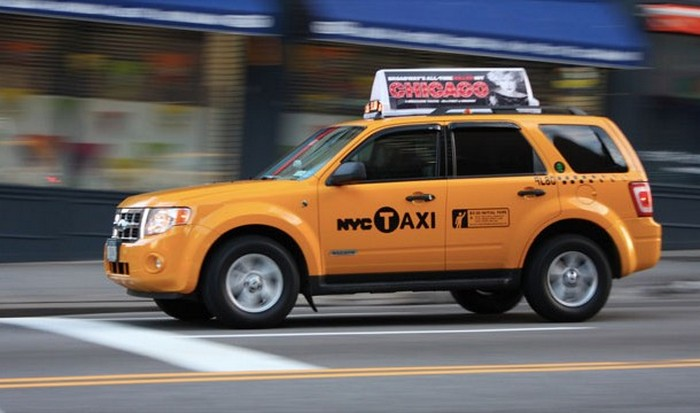 Спешащий таксист.