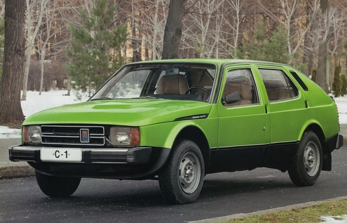 Автомобиль АЗЛК Москвич-С1.