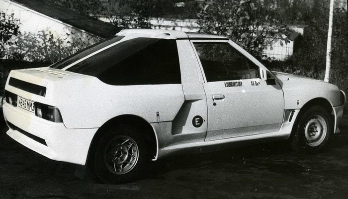 Автомобиль АЗЛК Москвич-2141КР, корма.