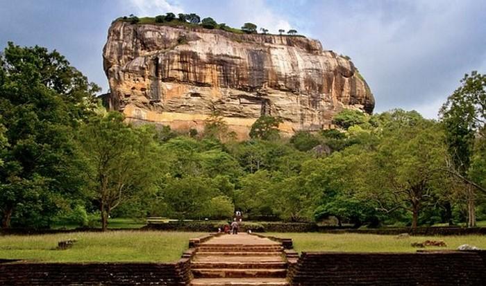 Шри-Ланка в тройке по волонтерской деятельности.