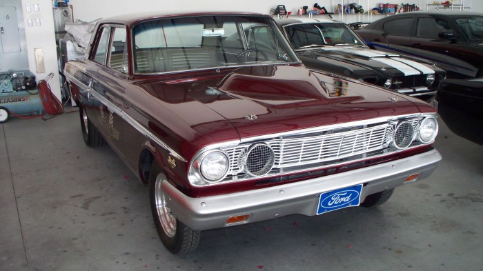 Ford Fairlane Thunderbolt.