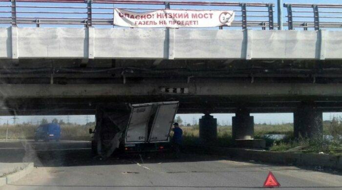 Огромный баннер никого не смущает. |Фото: 78.ru.