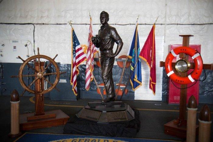 Памятник президенту Форду.