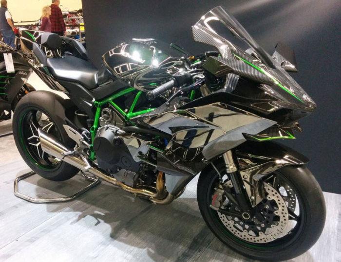 Kawasaki Ninja H2R - более 354 км/ч.