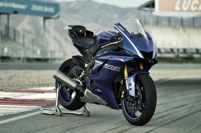 Yamaha R6 - байк в супер двигателем.