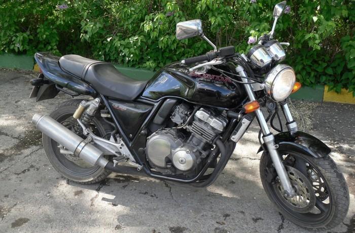 Мотоцикл Honda СВ-400 (в различных модификациях).