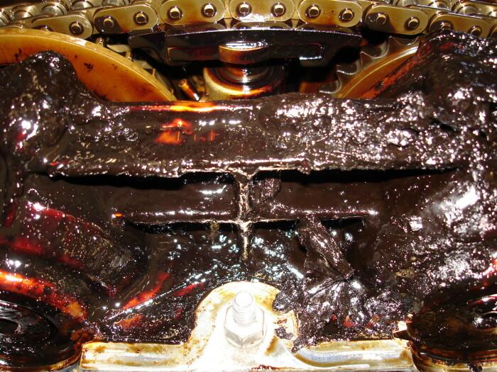 По понятным причинам в двигателе масло портится быстрее всего. ¦ Фото: 7gear.ru.
