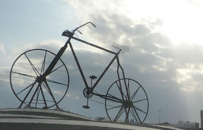 Любимый красно-белый велосипед Schwinn.
