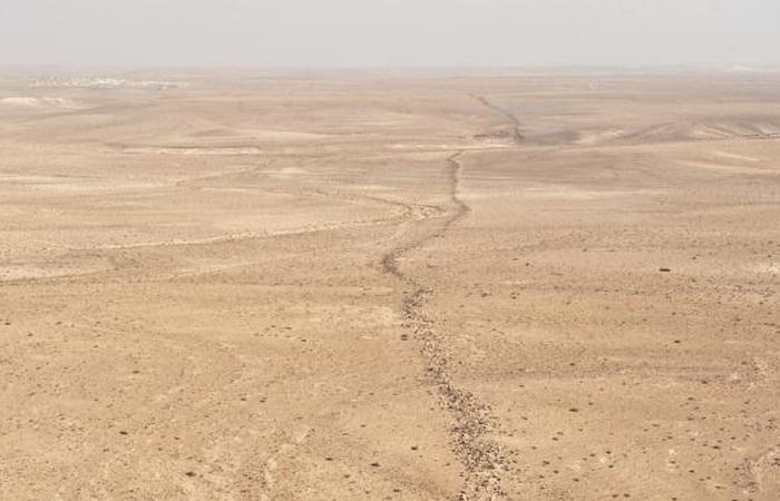 Таинственная стена в Иордании.