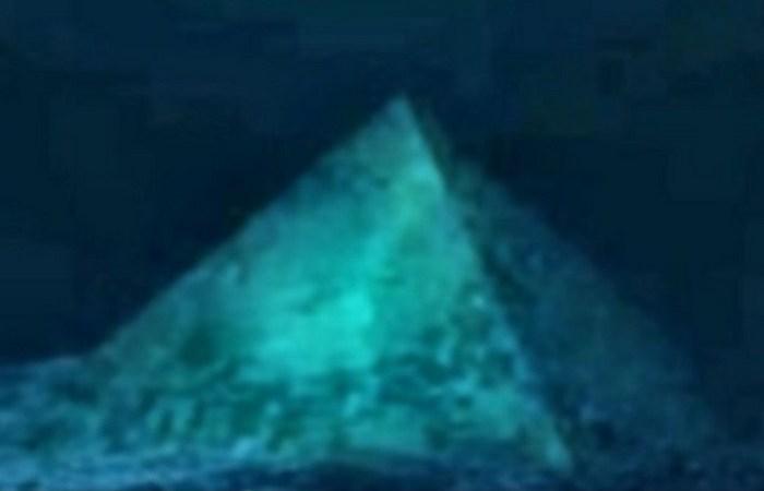Пирамида Бермудского треугольника.