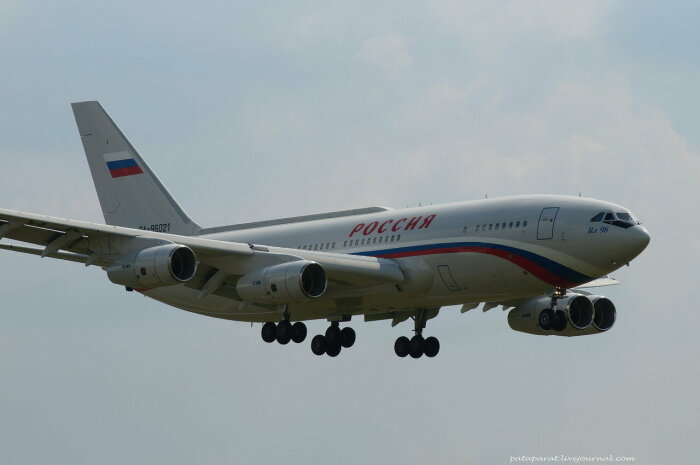 На самолете летает не только президент.  Фото: pataparat.livejournal.com.
