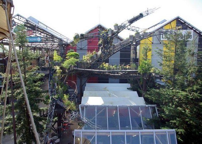 Оригинальный тематический парк был открыт в Нанте, на берегу реки Луара во Франции.