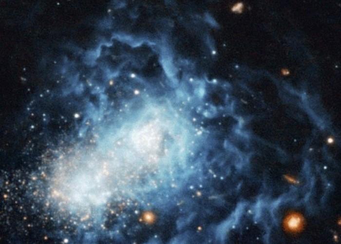 Возраст галактики всего миллиард лет.