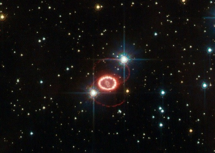 Две петли из остатков звезды.