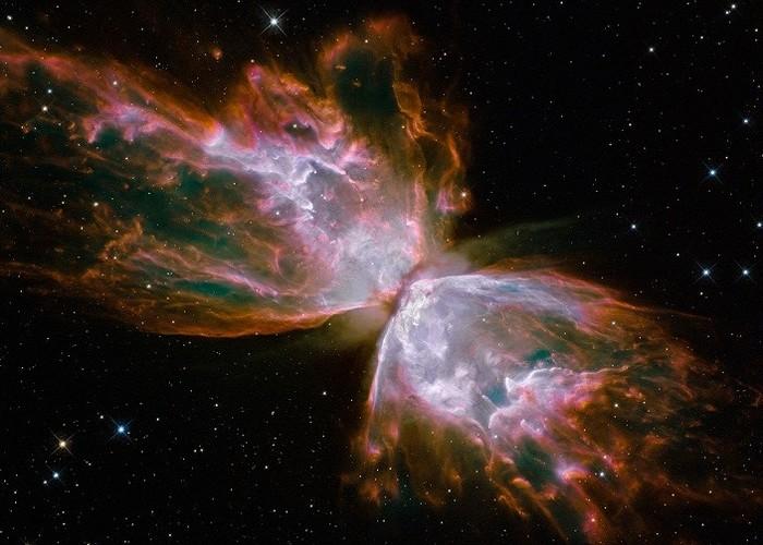 NGC 6302 - остатки умирающей звезды.