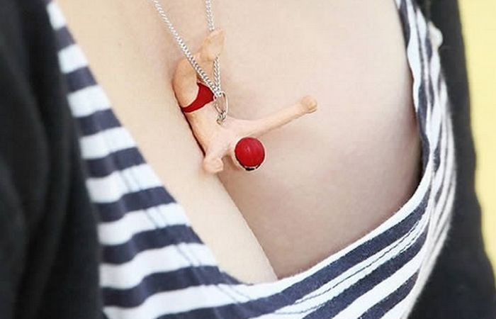 Необычное украшение: ожерелье «Кулон-дайвер».