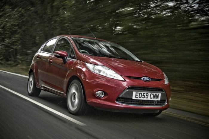 Ford Fiesta - шумный и тесный.