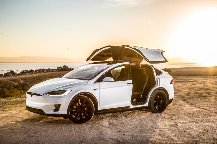 Tesla Model X: роскошь, не оправдавшая надежды.