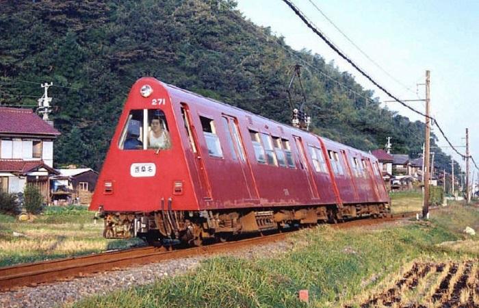Действительно странные железнодорожные машины.