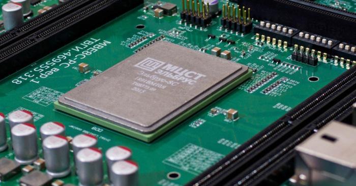 Использует отечественный процессор.