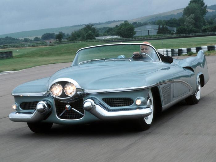 GM LaSabre - шедевр 1951 года.