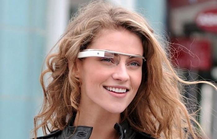 Google glass находятся в стадии перезапуска проекта.
