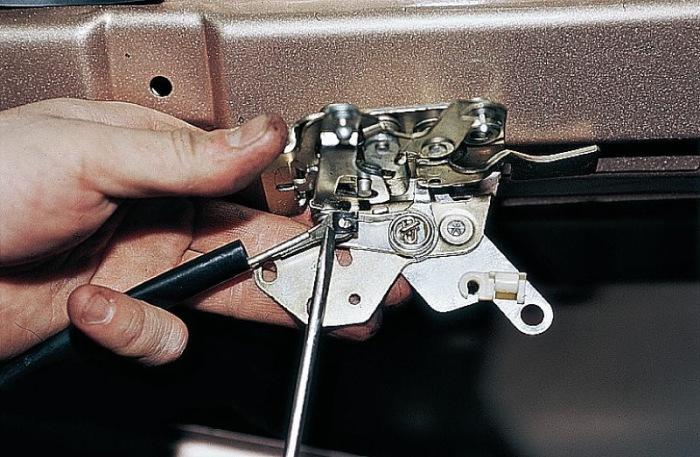 Может сломаться запорный механизм. |Фото: drive2.ru.