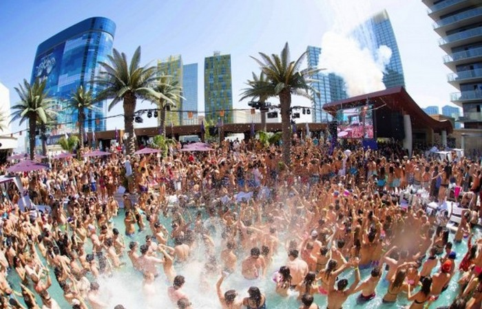 Marquee - известен бассейном для вечеринок.