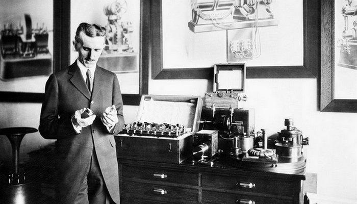 Никола Тесла работал над мобильной связью.